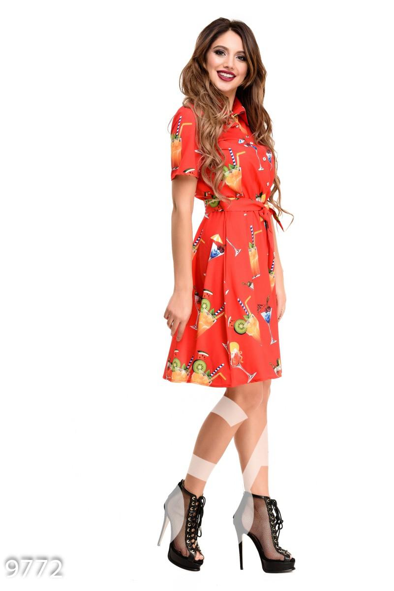 Красное приталенное платье под пояс с рисунком коктейлей