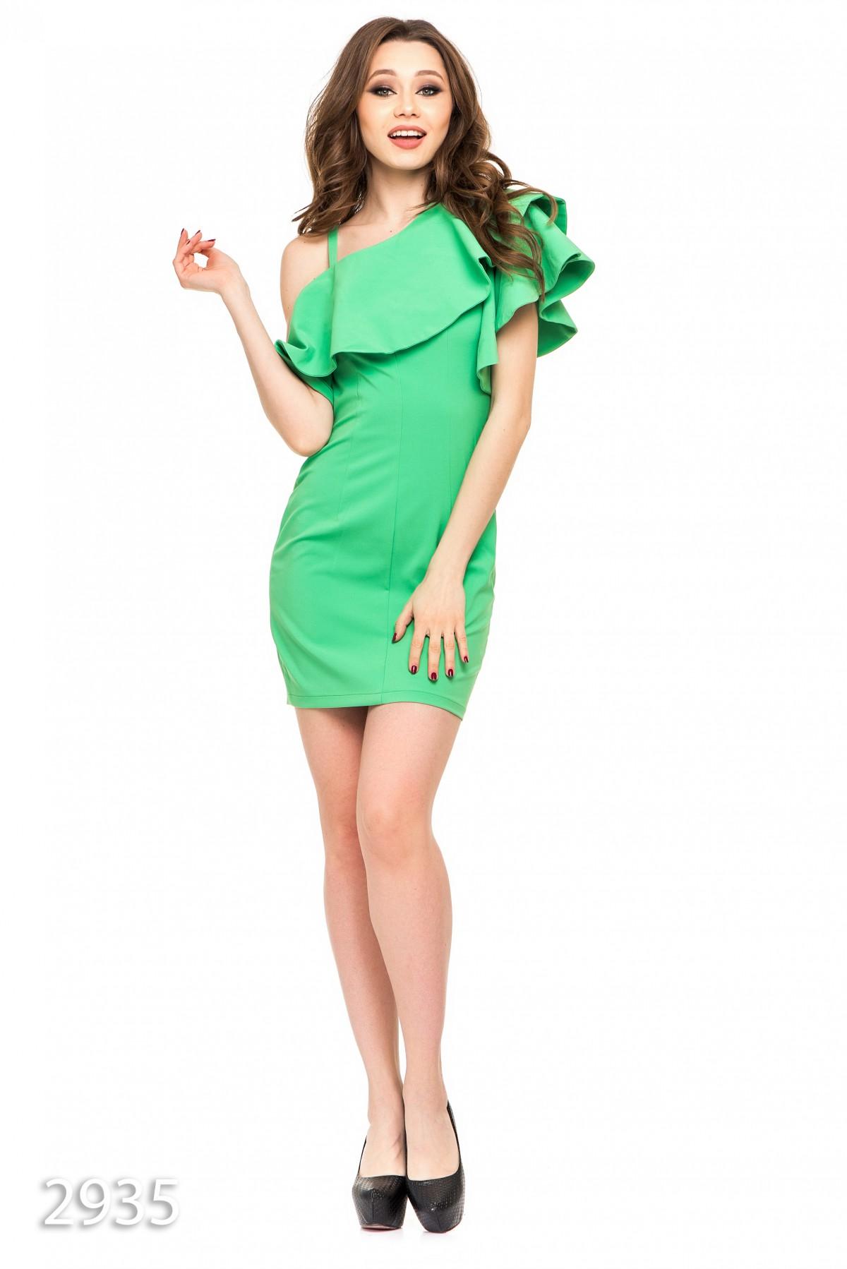 Платье на одно плечо зеленое фото
