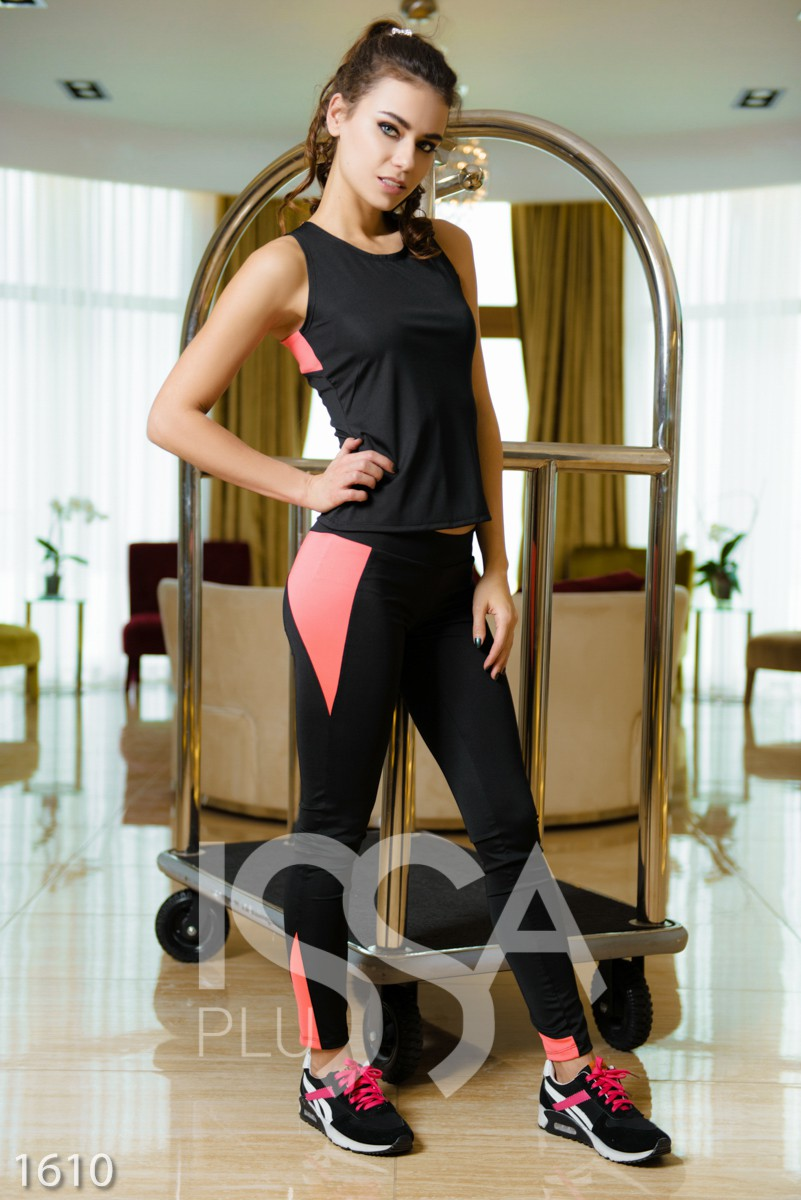 Черный костюм спортивный с цветами