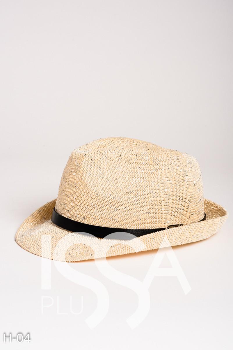 Бежевая шляпа-федора мелкого плетения с вкраплениями