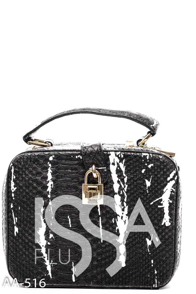 Черная жесткая сумочка с крокодиловой фактурой и белыми мазками