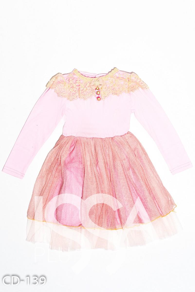 Розовое трикотажное нарядное платье с фатиновой юбкой и кружевом