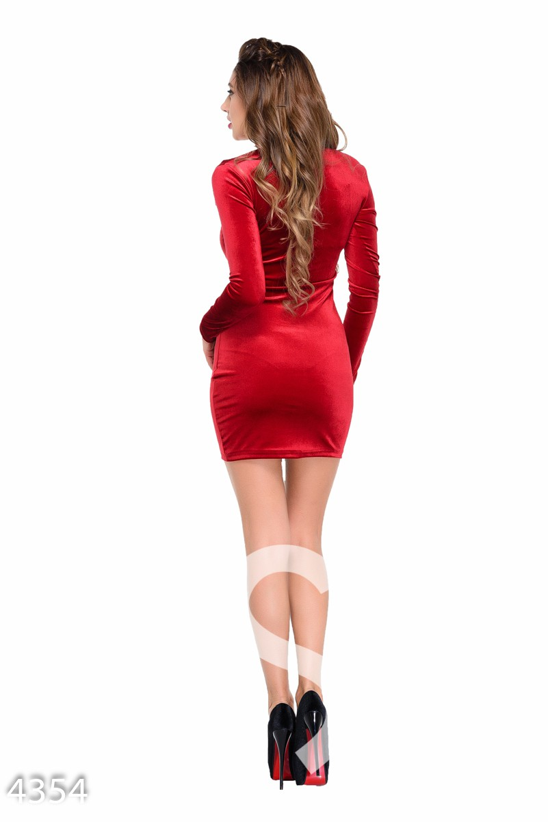 Красное велюровое платье со вставкой с пайетками