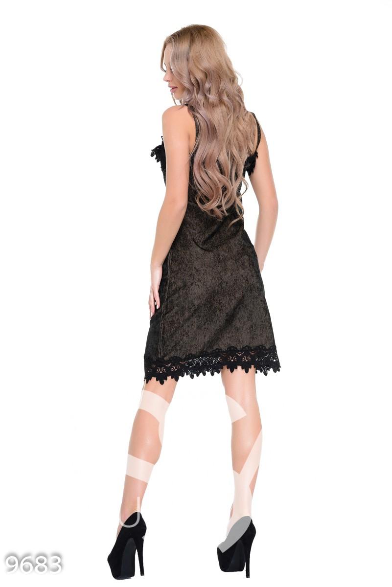 Коричневое вельветовое вечернее платье с кружевом на тонких бретельках