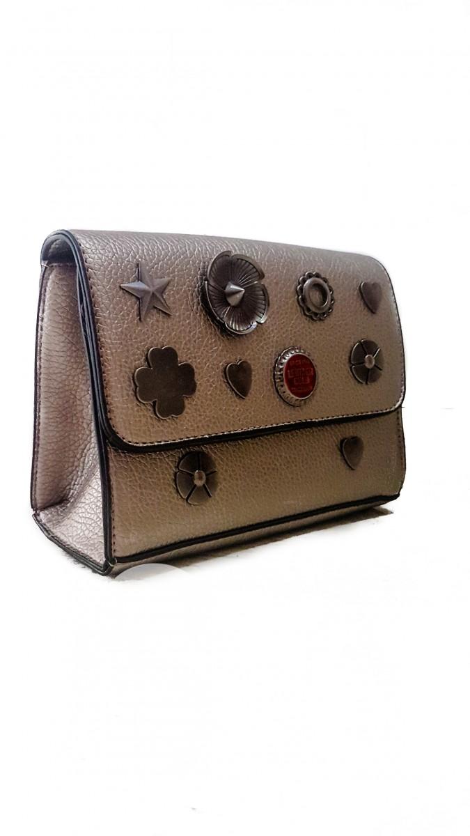 Женская сумочка из серебряной эко-кожи с металлической фурнитурой