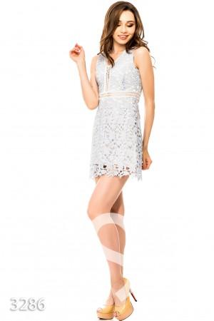 Голубое платье с белым кружевом