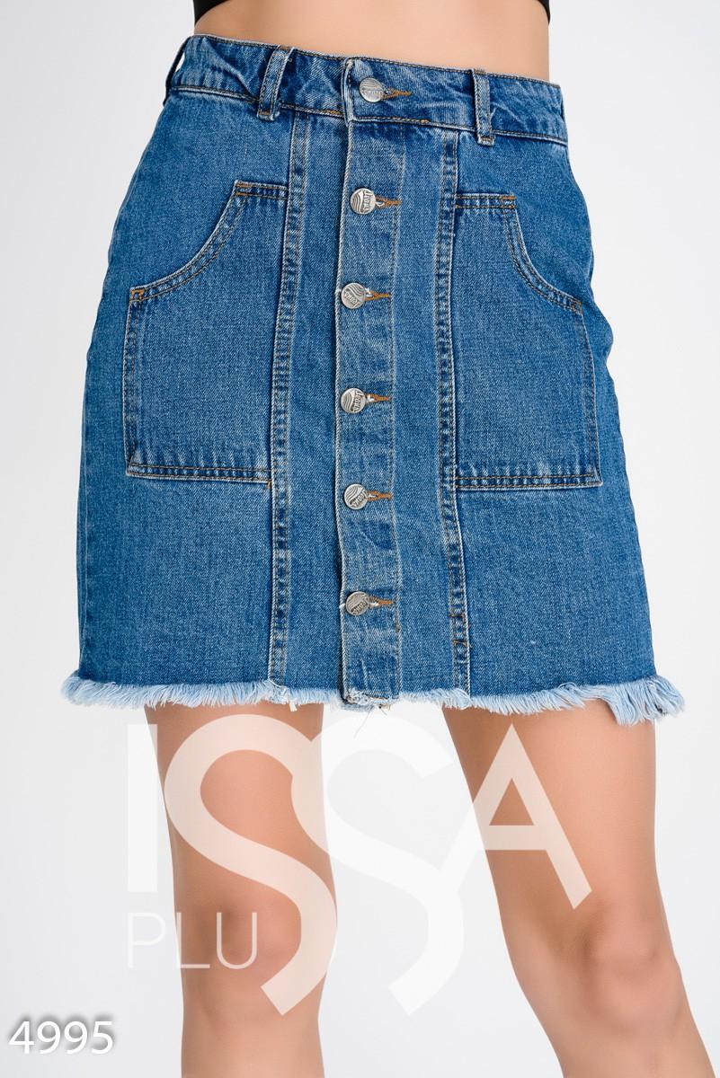 Джинсовая короткая юбка на пуговицах с необработанным краем