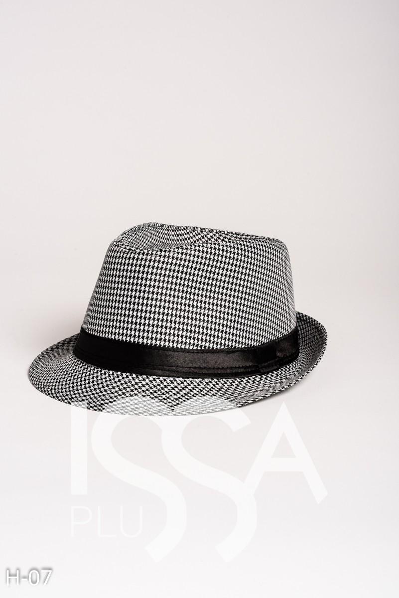 Черная шляпа-федора в гусиную лапку