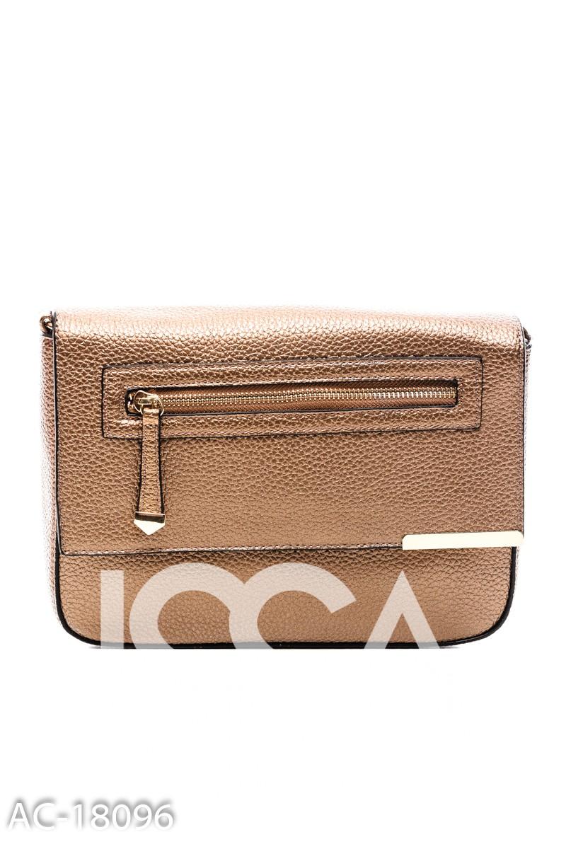 Коричневая сумочка с молнией на накиде и узкой металлической планкой