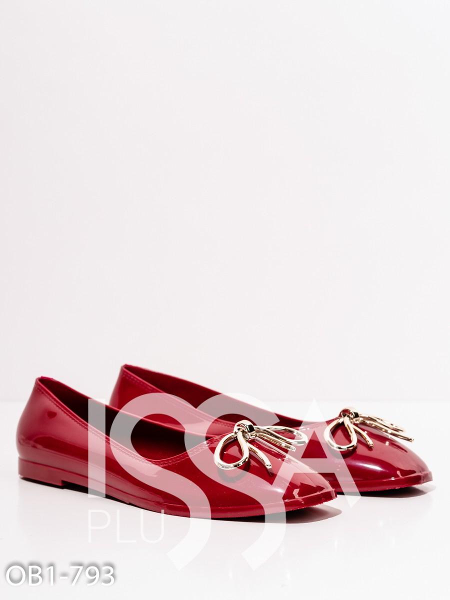 Бордовые лаковые туфли с бантом