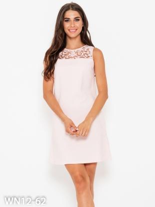 Короткое розовое платье с кружевными рукавами