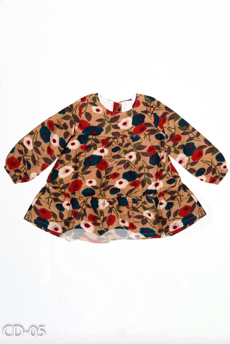 Принтованное платье цвета хаки  модели трапеция с воланом