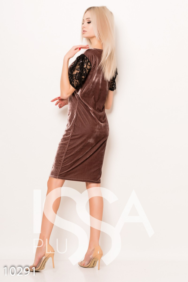 Бежевое велюровое платье с сетчатыми блестящими рукавами-фонариками