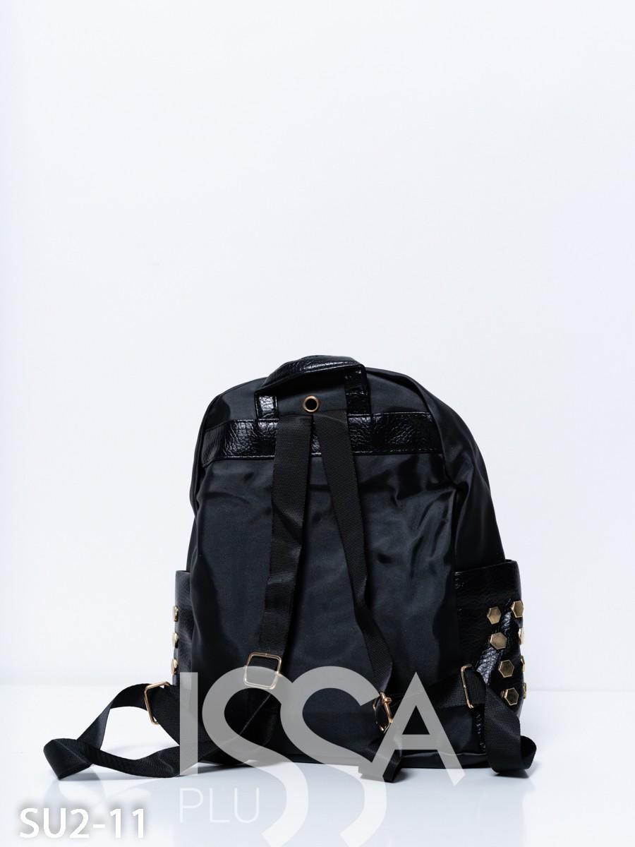Черный рюкзак с   полосками и заклепками