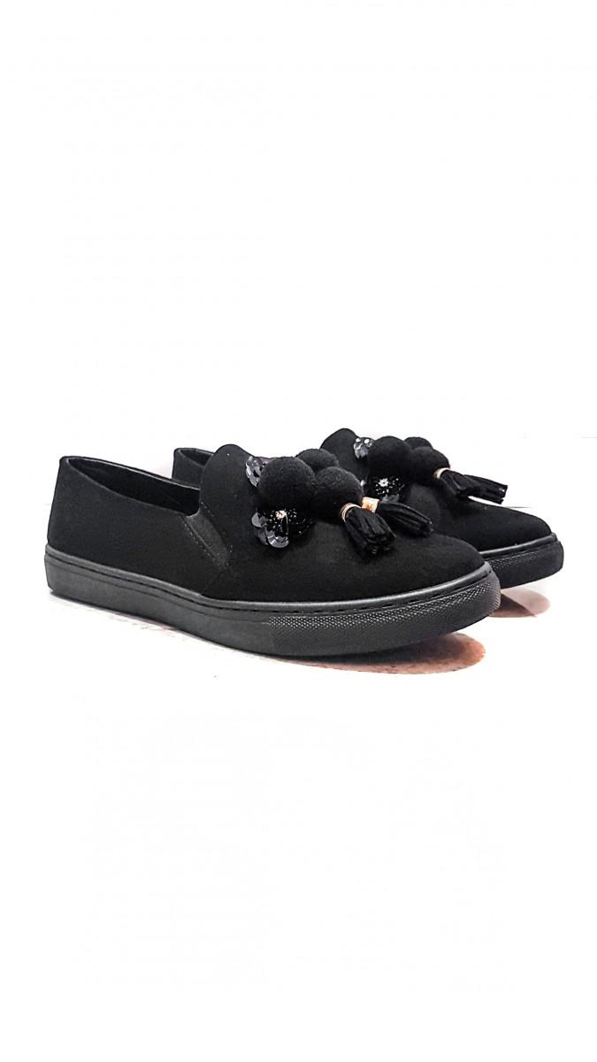Черные замшевые слипоны с оригинальным украшением ипайетками