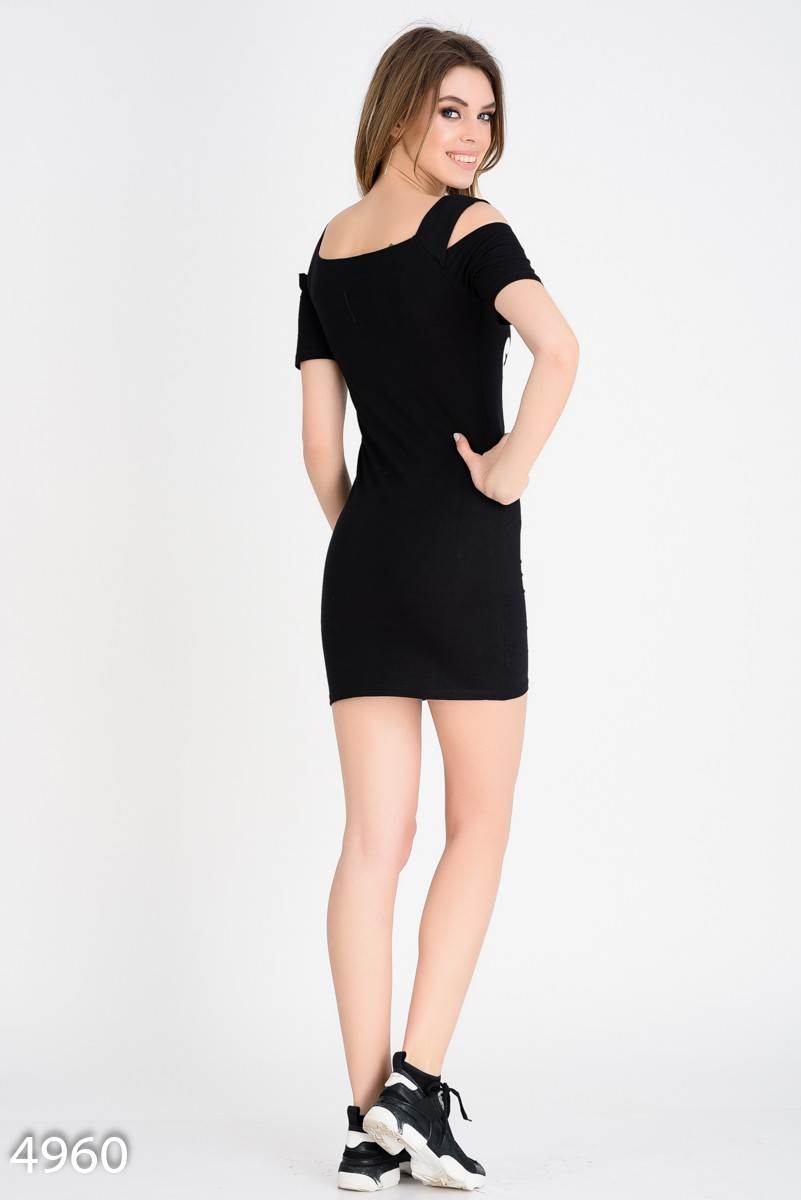 f24b7404dd6 ... Черное короткое платье-футболка с вырезами на плечах и принтом  279  грн. фото