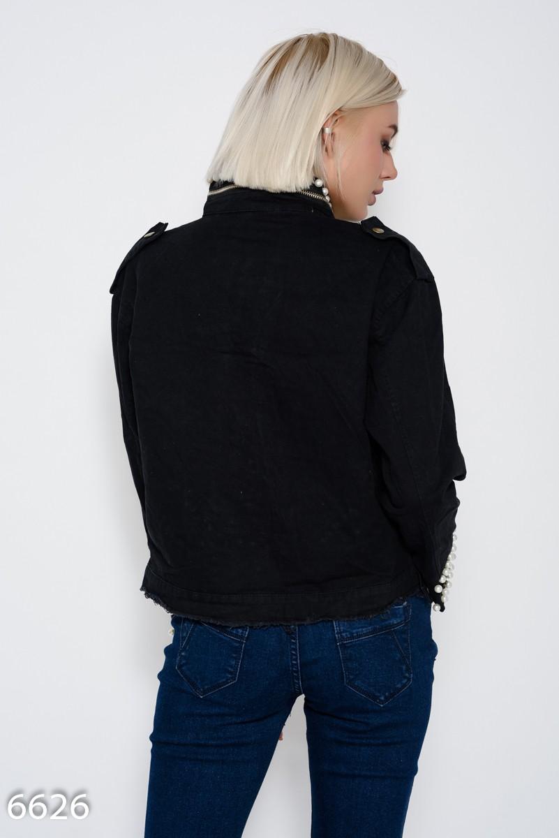c80ef190e4ad ... Черная укороченная джинсовая куртка с бахромой, молнией на воротнике и  инкрустацией жемчужинами  900 грн