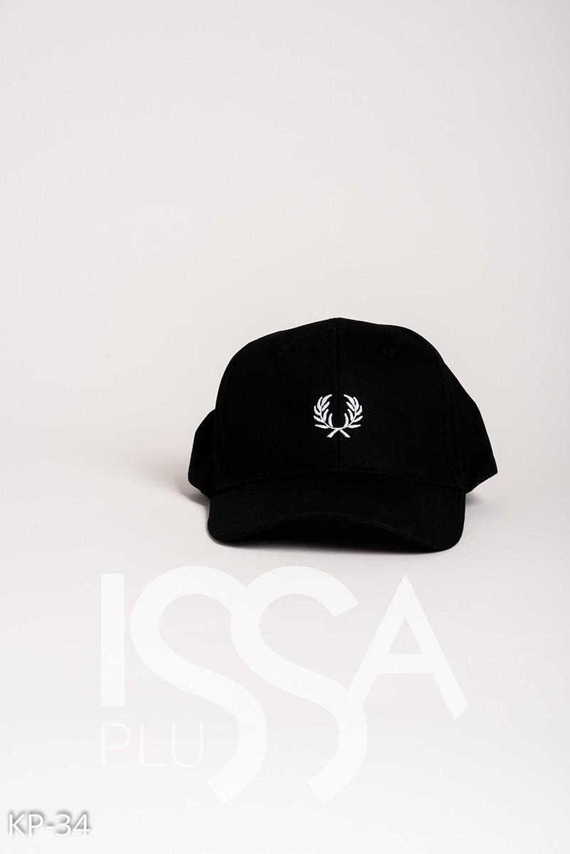 Черная кепка с вышивкой лавровых ветвей