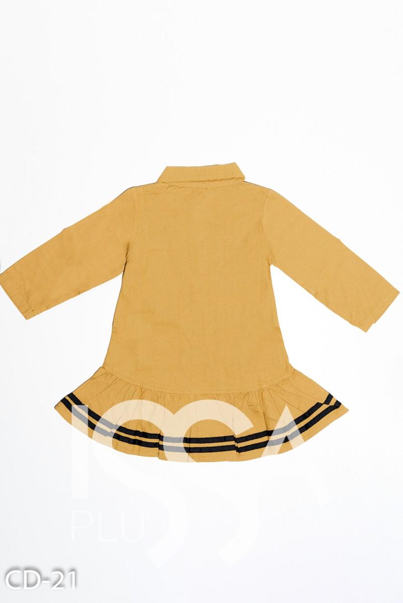 Горчичное коттоновое платье с воротником и полосками на волане