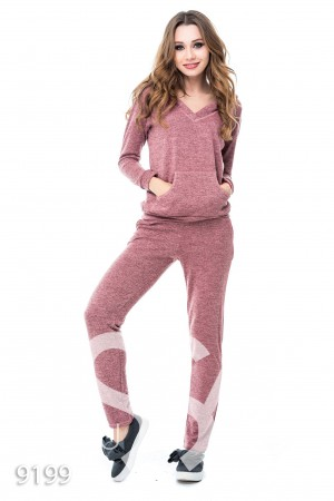 Розовый брючный костюм из теплого трикотажа с глубоким капюшоном и длинными  рукавами 8af8ca5d0fd
