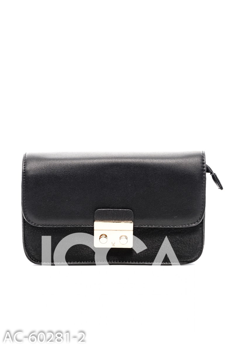 Черная сумочка с золотистым замочком