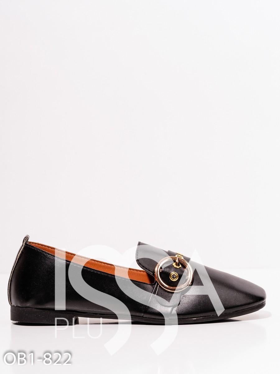 Туфли из черной эко-кожи с пряжкой и люверсами