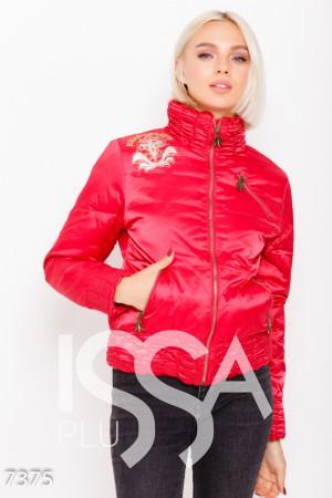 9c80584f3ffb Красная стеганая куртка декорированная нашивками и воротником-стойкой из  жатки