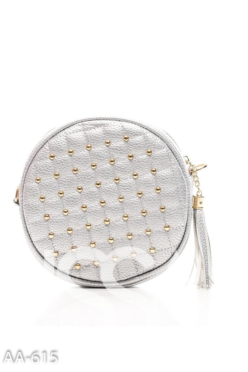 Серая простеганная сумочка круглой формы с кистью на молнии