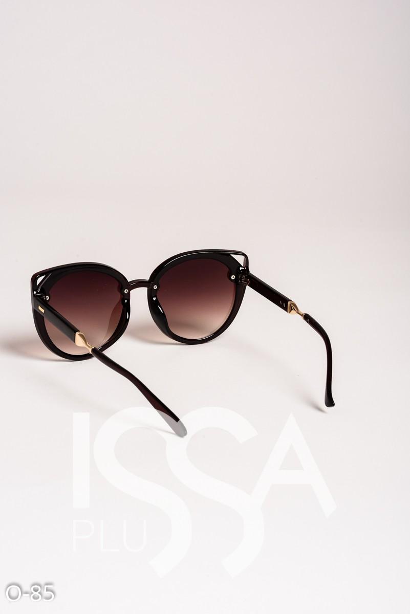Коричневые очки с уголками в пластиковой оправе