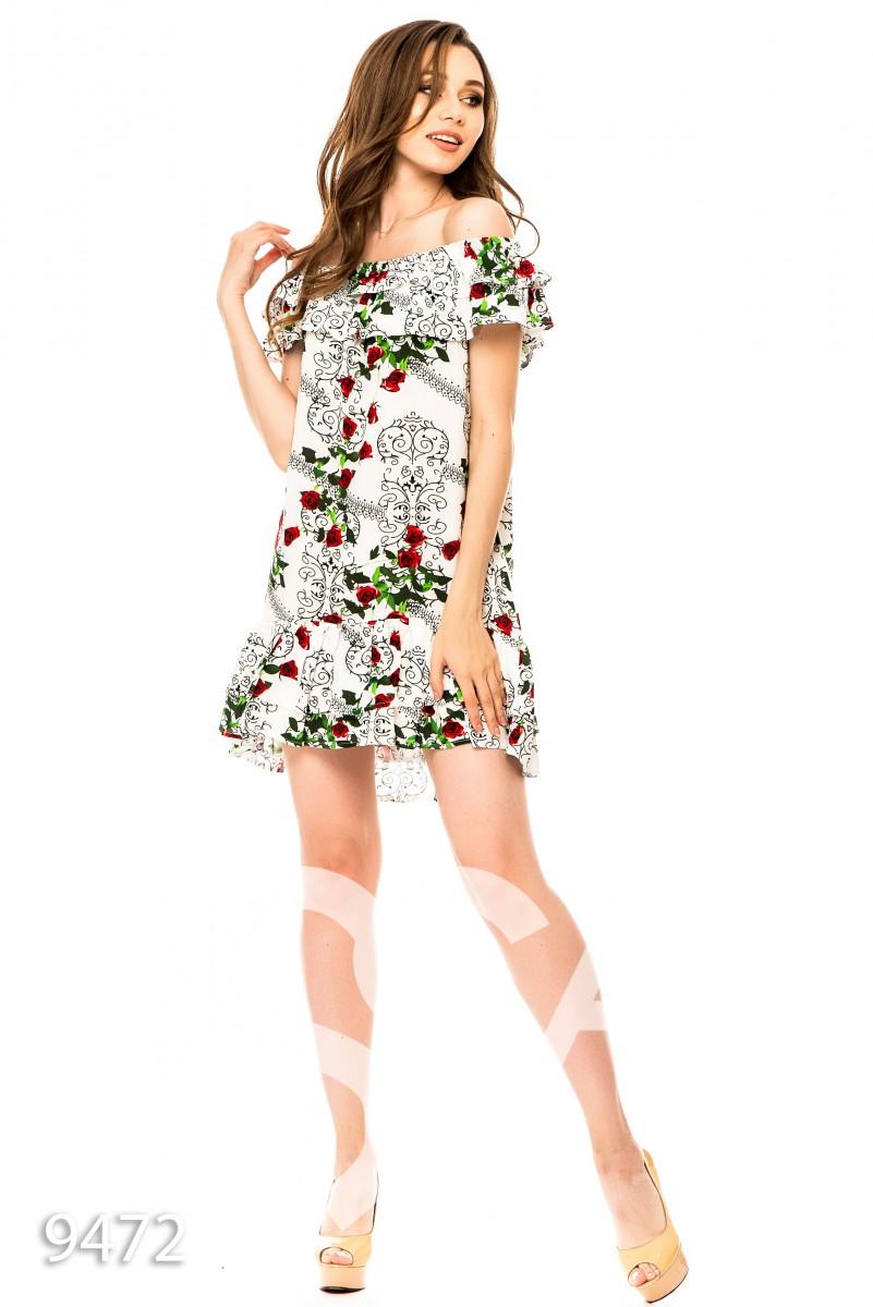 Белое короткое платье с воланами и открытыми плечами в цветочный принт