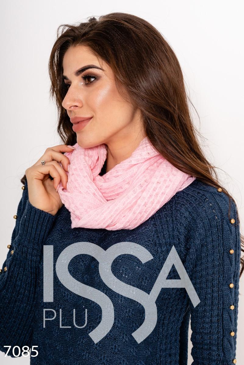 Розовый однотонный шарф-хомут декоративной вязки
