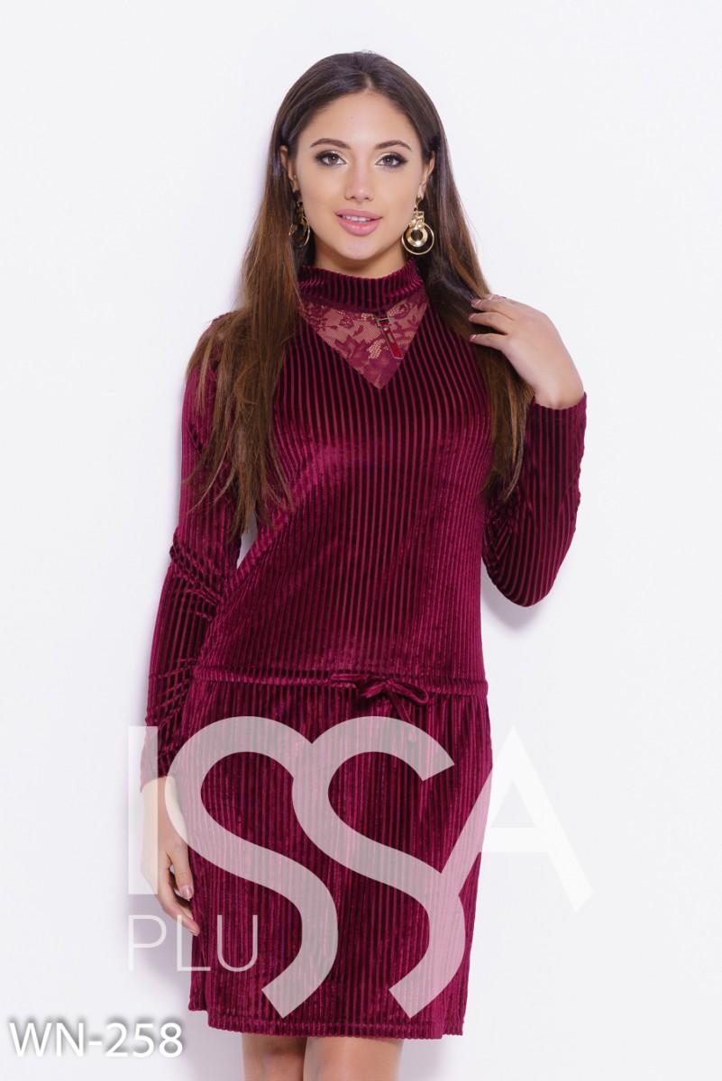 Бордовое велюровое платье с кружевом и кулиской