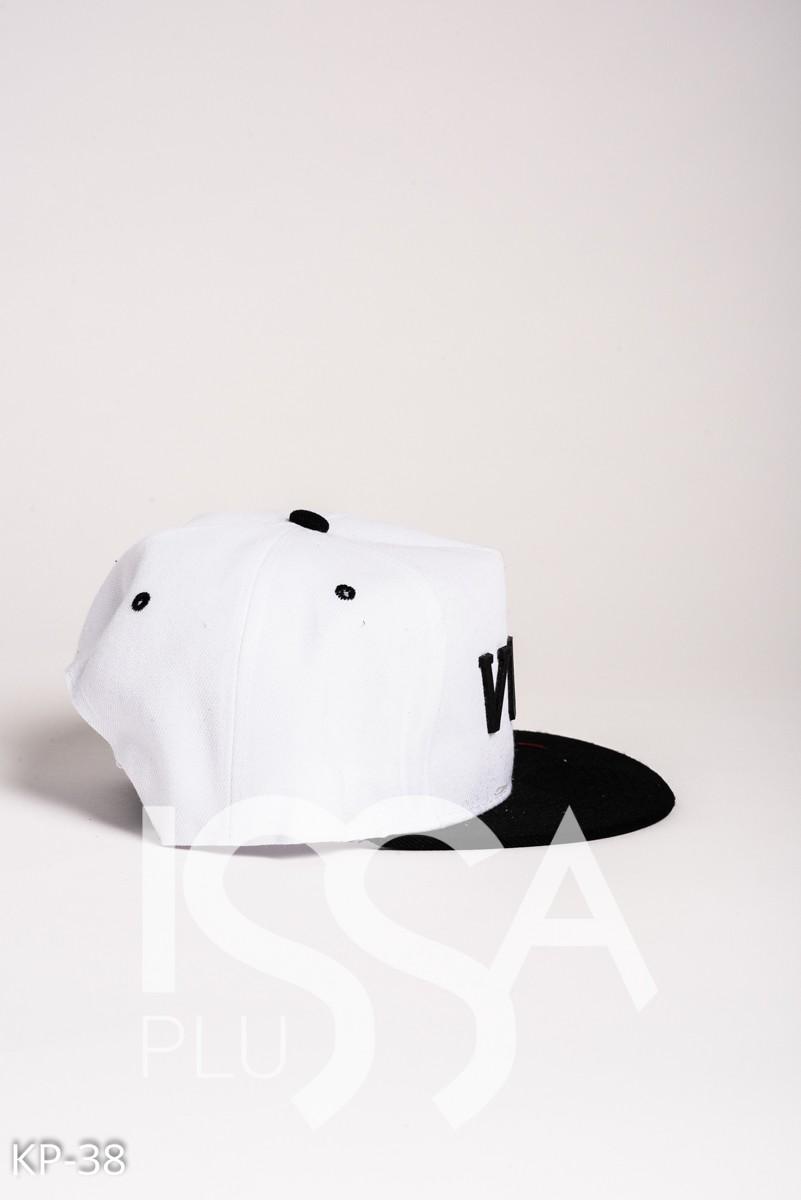 Белая кепка с объемной надписью VOUGE