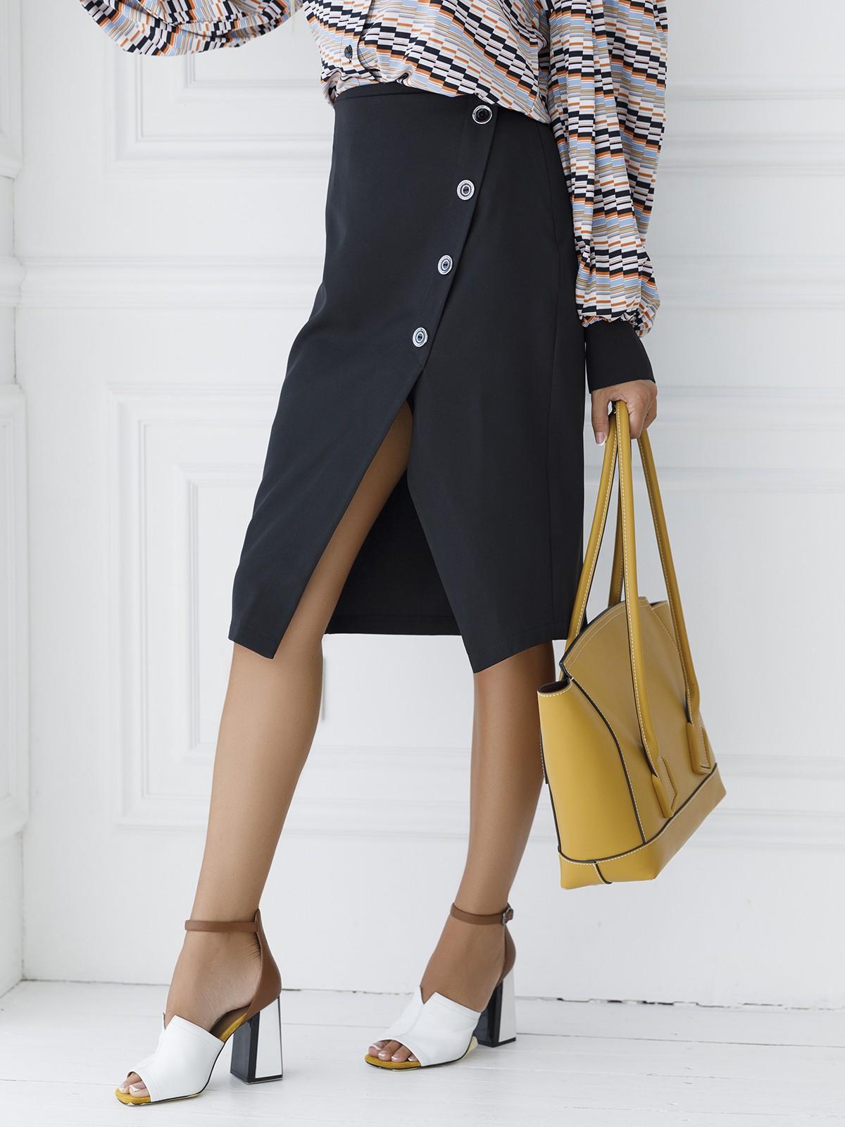 черная юбка на пуговицах