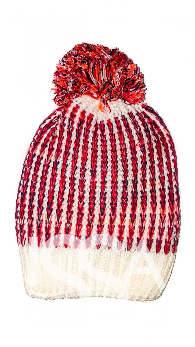 Белая шапочка в красные полосы с помпоном