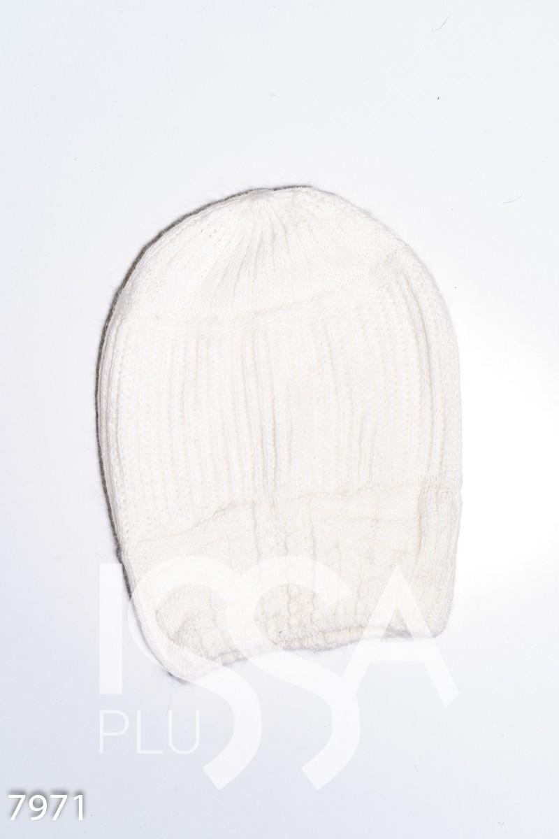Белая шерстяная вязананя шапка с фактурным манжетом
