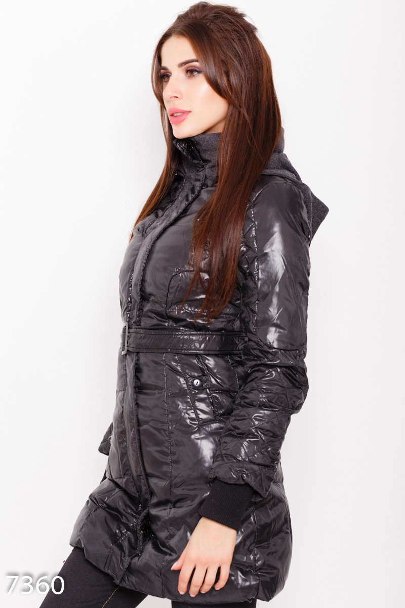 8ab9f5fa3b5 ... Черная стеганая демисезонная длинная куртка с капюшоном и съемным поясом   741 грн. фото 3 ...