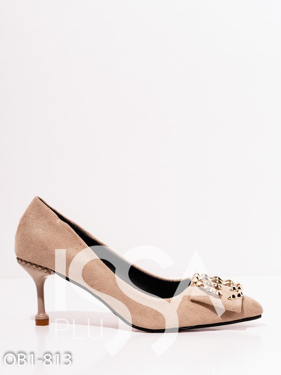 Бежевые замшевые остроконечные туфли на шпильке