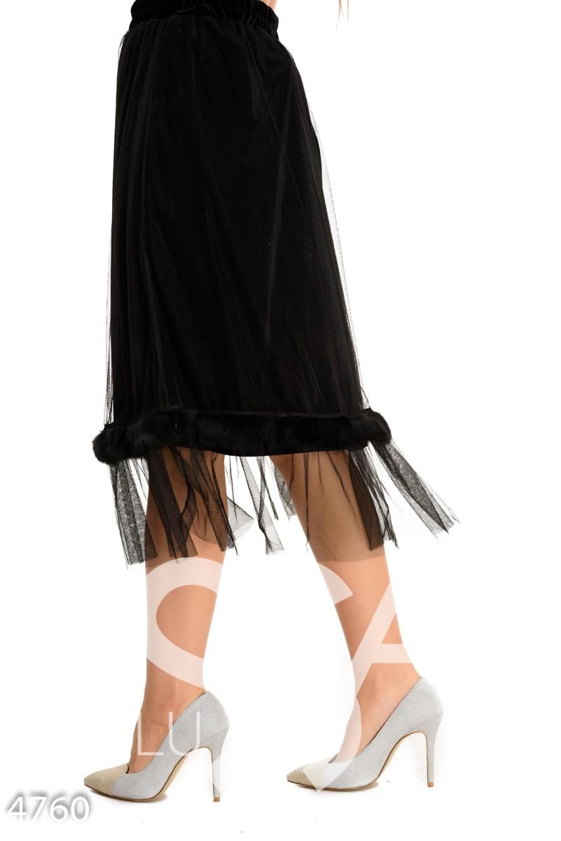 Черная велюровая юбка с сеткой и полосой меха