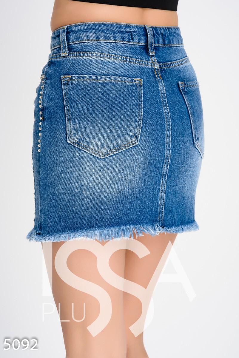 Джинсовая мини-юбка из фигурной выкройки
