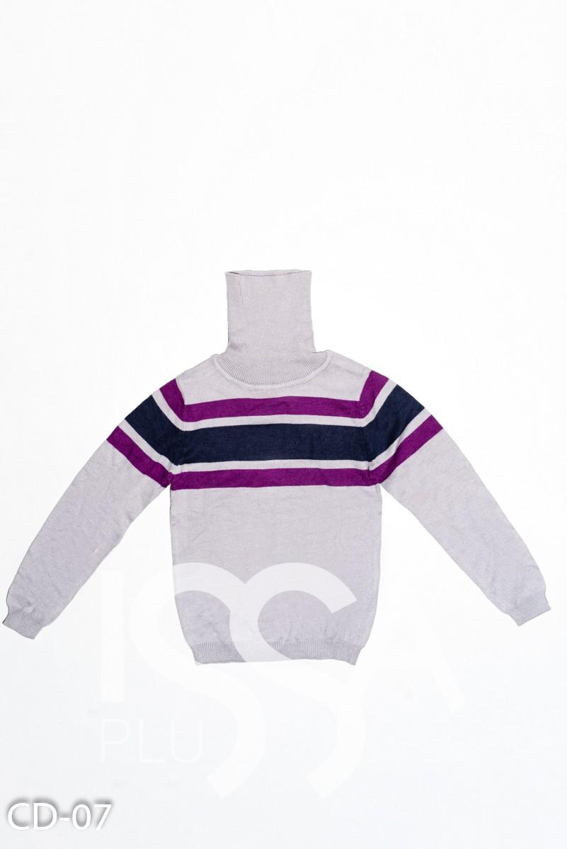 Серый свитер с воротником-гольфом и полосками