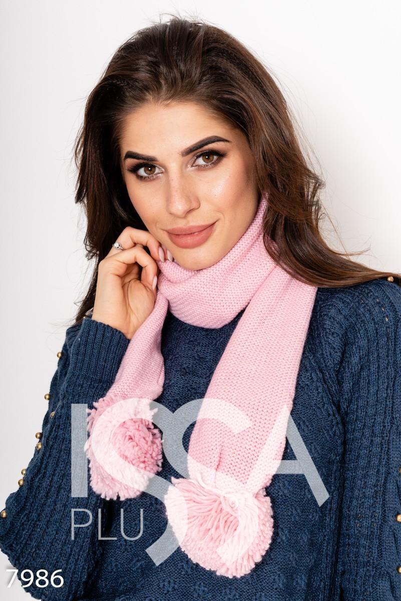 Розовый вязаный двухслойный шарф с крупными помпонами