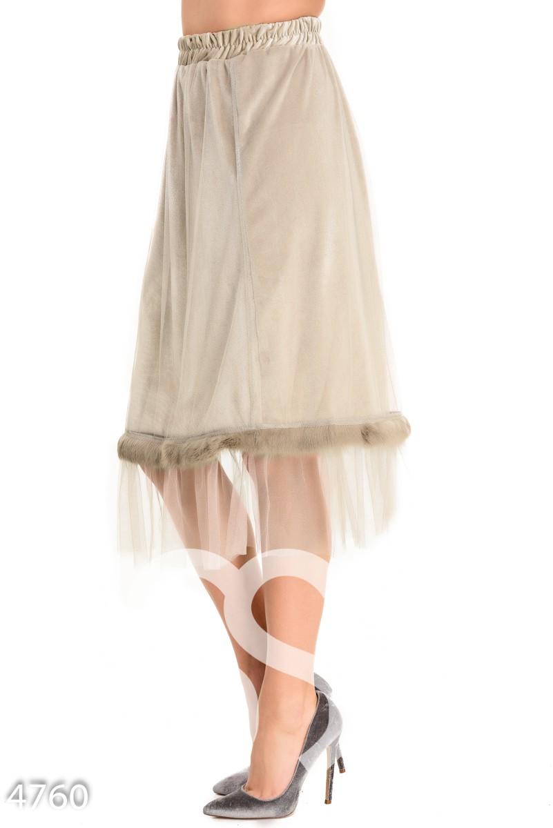 Бежевая велюровая юбка с сеткой и полосой меха